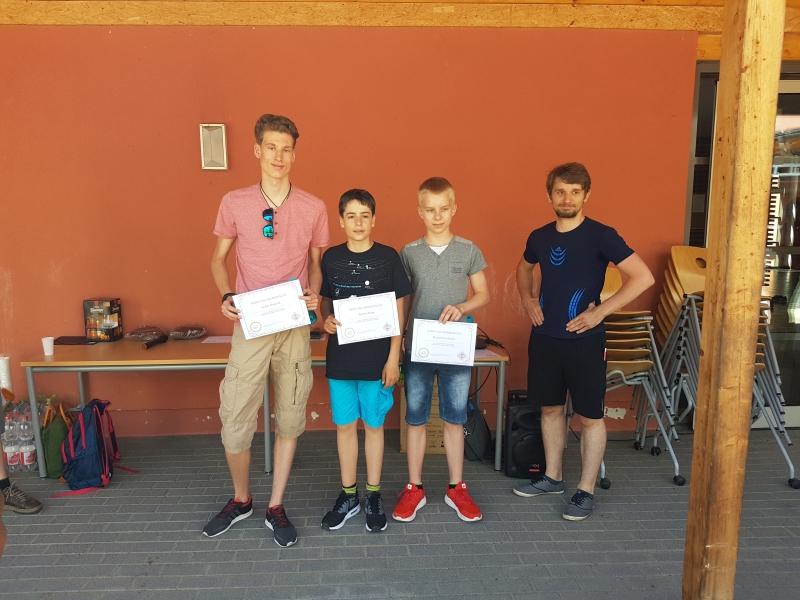 U.a. wurden Lukas Naujock, Jannis Junge und Max Kaiser von Andreas Neck (v.l.) ausgezeichnet!